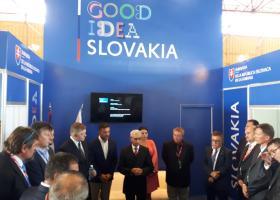 Veľvyslanec SR p. Hošták v spoločnosti s poslancom NR SR a predsedom strany Smer p. Ficom a riaditeľmi zúčastnených spoločností.