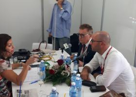 Ing. Ladislav Tánczos poskytuje rozhovor pre rozhlasovú stanicu Kuba Internacional