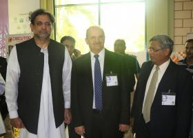 Minister pre ropné a nerastné bohatstvo Pakistanu p. Shahid Khaqan Abbasi, výkonný riaditeľ spoločnosti SARMAT LT, Ing.Tibor Lacko, riaditeľ spoločnosti VALIDUS p. Nadeem Kazmi.